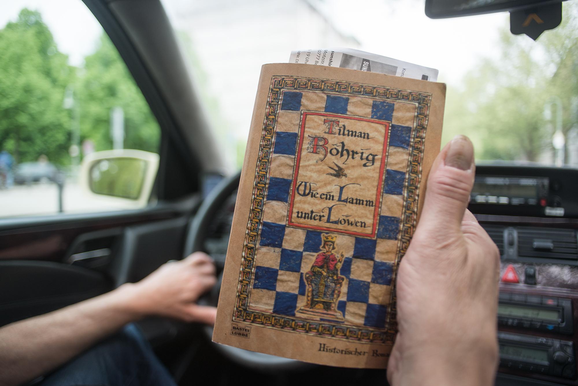 Abbildung Buch, Pausenlektüre von Peter, wie ein Lamm unter Löwen