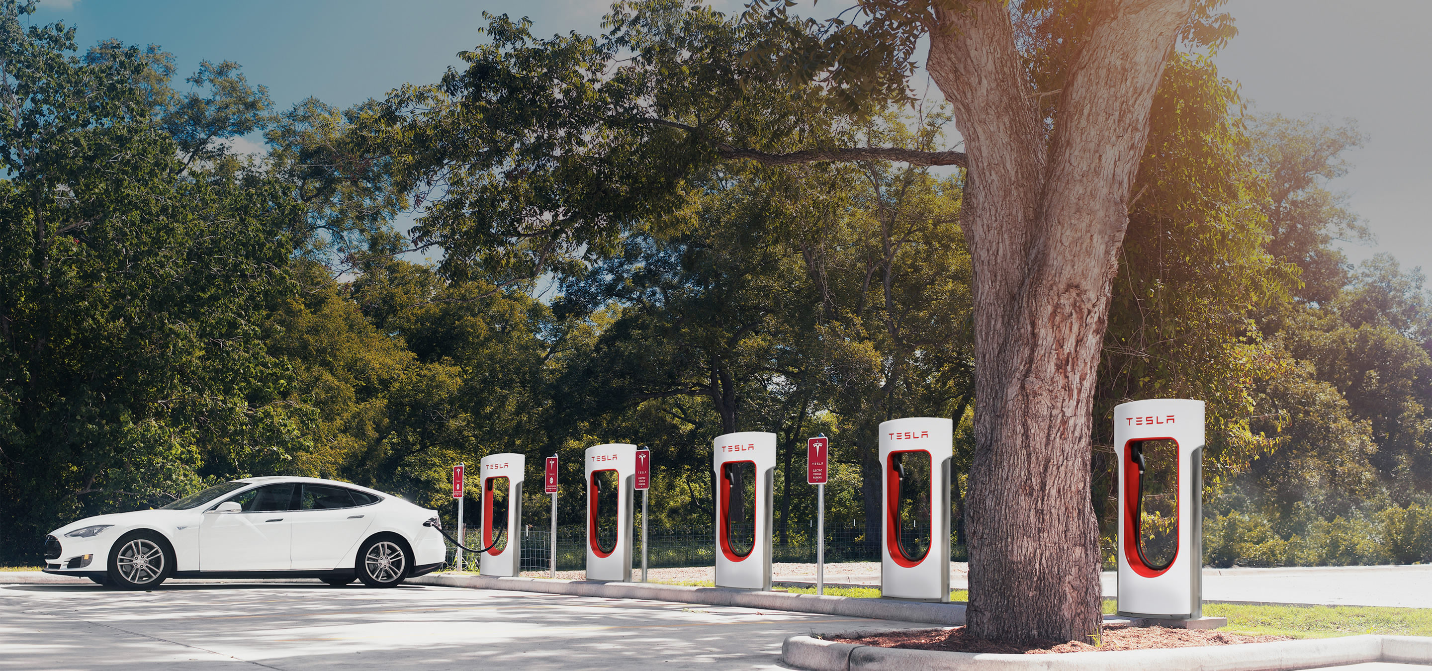 ... or like the Supercharger-solution: Free electricity for everyone who owns a Tesla. - Quelle: teslamotors.com, 2016